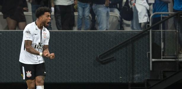 Kazim inicia temporada como centroavante titular do Corinthians