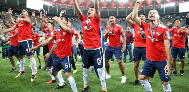 Jogadores do Independiente celebram título no Maracanã