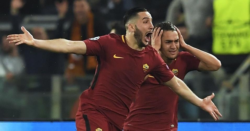Manolas comemora gol da Roma sobre o Barça; Cengiz Ünder leva as mãos à cabeça