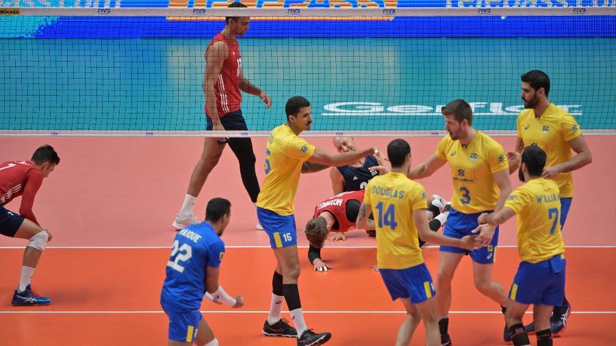 Seleção brasileira comemora ponto diante dos Estados Unidos no Mundial de Vôlei - Divulgação/FIVB