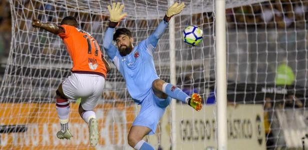 Fernando miguel se destacou na reta final do Brasileiro e deverá ser titular do Vasco em 2019 - Thiago Ribeiro/AGIF