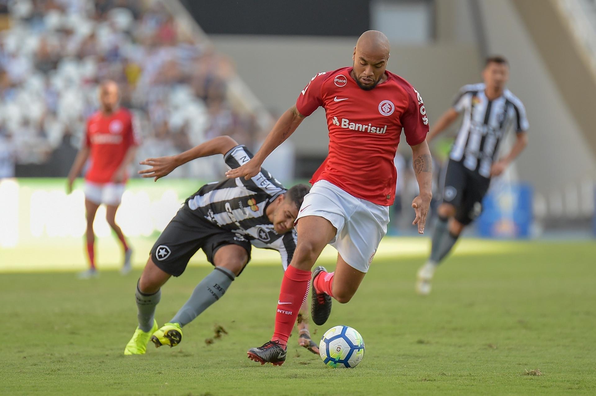 Inter tem Rodrigo Moledo de volta contra o Fluminense  veja provável time -  24 11 2018 - UOL Esporte 08e7f36e3fae2