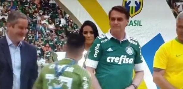 Willian passa por Jair Bolsonaro na comemoração de título do Palmeiras
