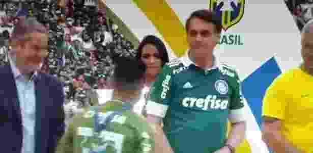 Willian passa por Jair Bolsonaro na comemoração de título do Palmeiras - Reprodução