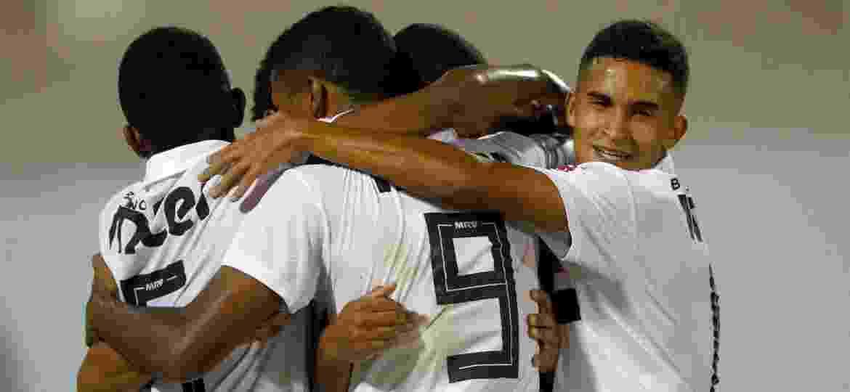 Jogadores sub-20 do São Paulo comemoram gol contra o Holanda na Copa São Paulo - Thiago Calil/AGIF