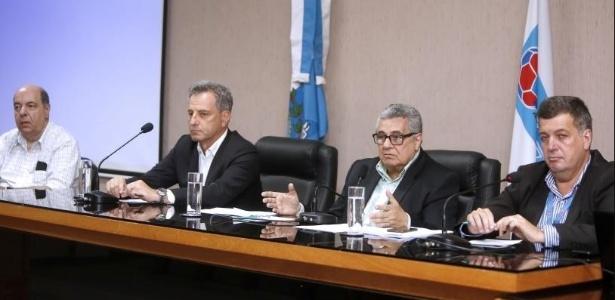 Rodolfo Landim (seg, da esq. para dir.) mudou a postura do Flamengo com a Ferj - Divulgação/FFerj