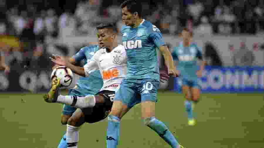 Corinthians pega Racing para sobreviver a mês decisivo e minimizar ... 235314e793efc