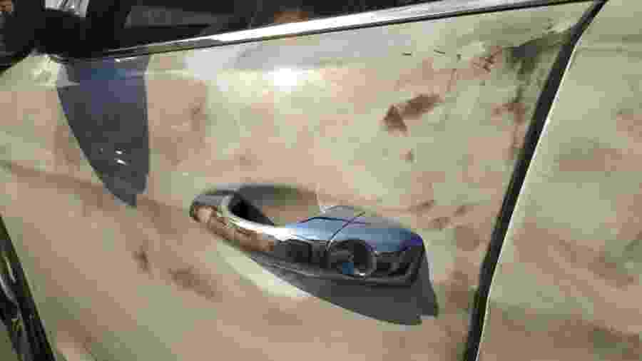 Carro do volante Ralf, manchado após uso de reagentes químicos pela perícia da Polícia Civil - Lucas Faraldo/UOL
