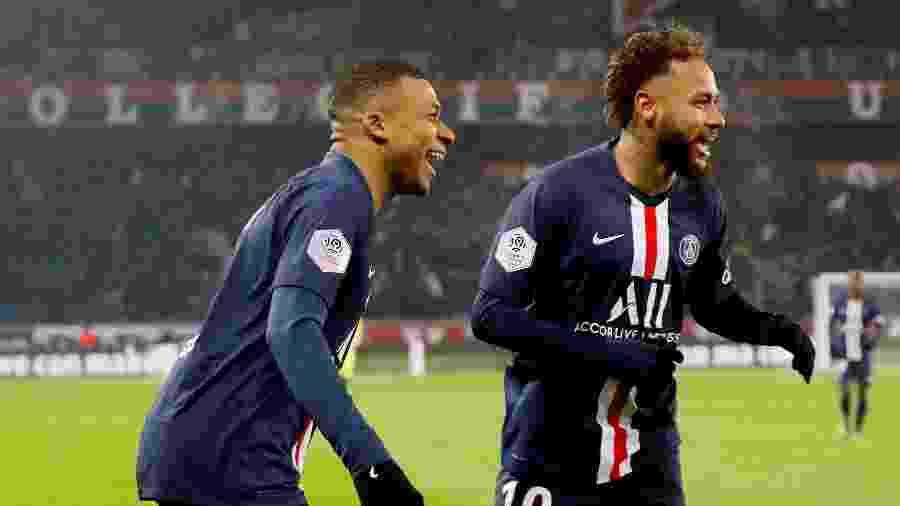 Mbappé e Neymar comemora gol do PSG contra o Nantes - REUTERS/Charles Platiau