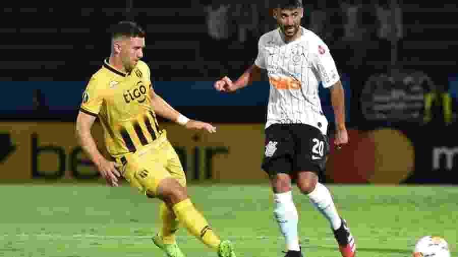 Paraguaio Jorge Morel, do Guaraní, em ação contra o Corinthians - Divulgação