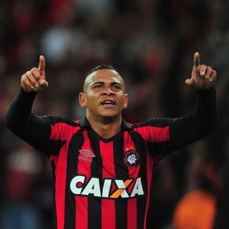 Walter comemora gol do Atlético-PR contra o Corinthians - Jason Silva/AGIF