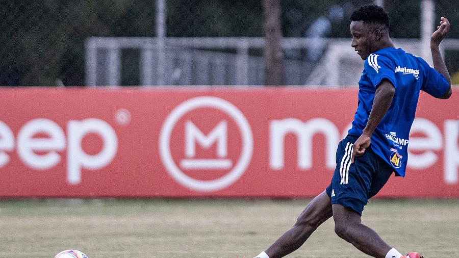 Iván Angulo, atacante do Cruzeiro, fez apenas uma partida pelo clube. Ele é esperado no Palmeiras amanhã (27) - Gustavo Aleixo/Divulgação/Cruzeiro