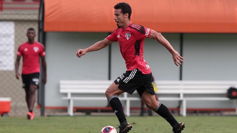 Hernanes, meia do São Paulo, durante treino no CT da Barra Funda - Divulgação/São Paulo FC