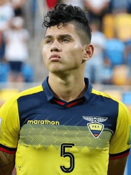 Jordy Alcívar, jogador da LDU e da seleção do Equador, é analisado pelo Inter - Reprodução/Instagram