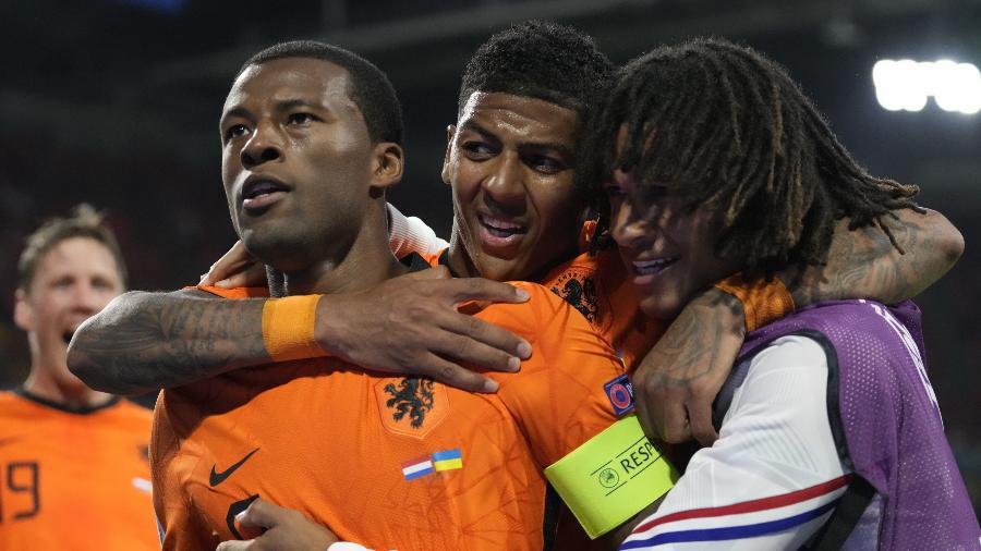 Wijnaldum comemora gol da Holanda contra a Ucrânia - REUTERS/Peter Dejong