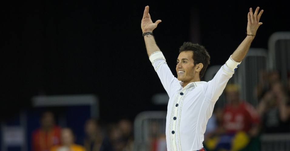 Brasileiro Marcel Sturmer se apresenta na patinação artística e é ouro no Pan