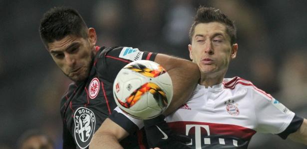Zambrano (E) foi oferecido ao Grêmio, que não tem interesse na contratação