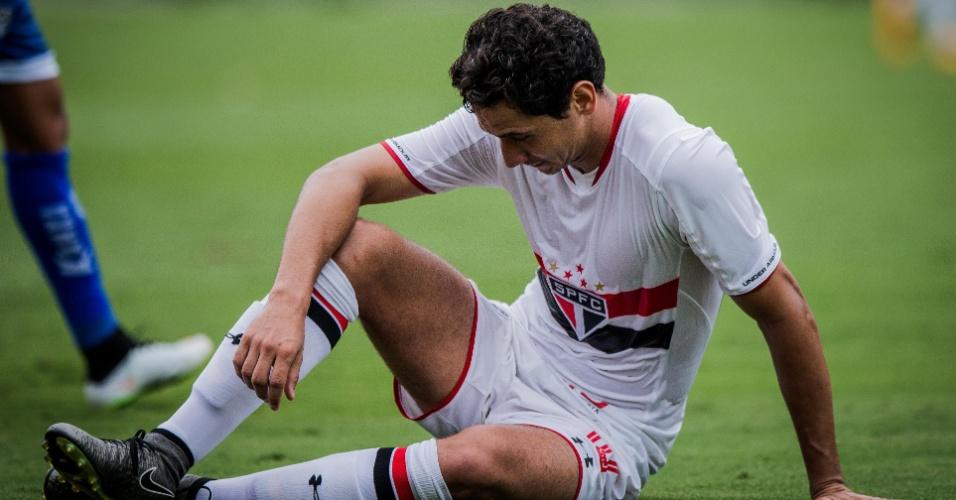 Paulo Henrique Ganso lamenta lance perdido para o São Paulo contra o Rio Claro, no Campeonato Paulista