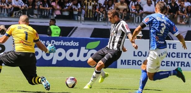 Com Fred suspenso, Rafael Moura vai ser titular do Atlético-MG contra a URT