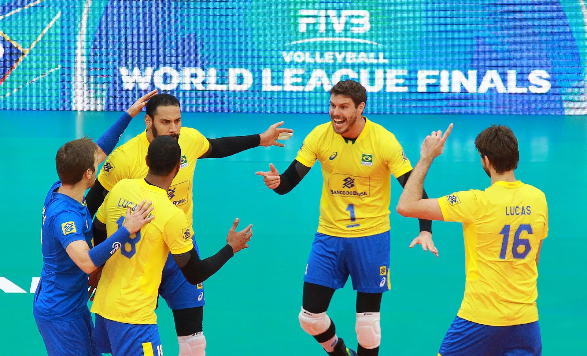 Brasil volta a encontrar jogo de vôlei em horário de balada na Liga Mundial  - 08 07 2017 - UOL Esporte abd54a2449b5b