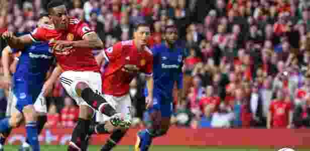 Martial, de pênalti, marca o quarto gol do Manchester United sobre o Everton - Oli Scarff/AFP Photo - Oli Scarff/AFP Photo