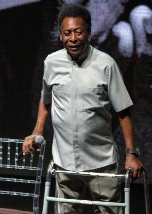 Pelé usou um andador na cerimônia desta segunda-feira no Rio de Janeiro
