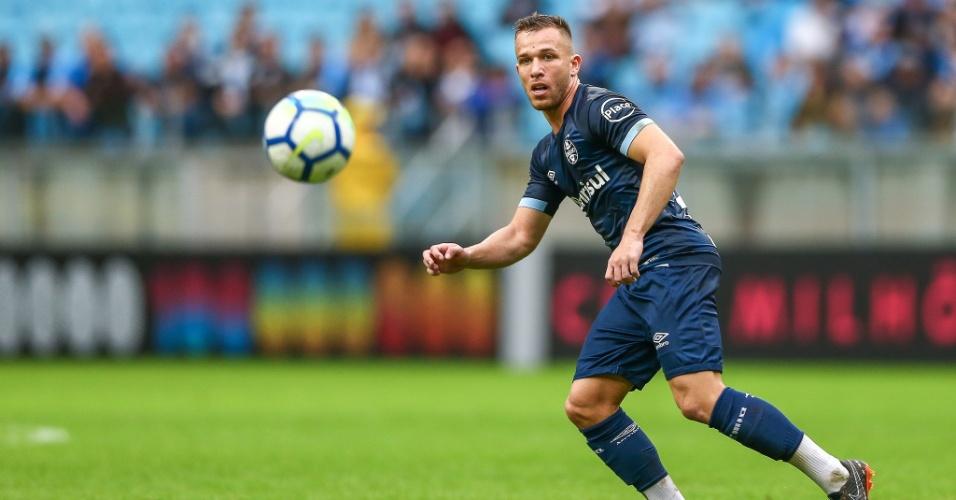 Arthur em ação durante o jogo entre Grêmio e América-MG