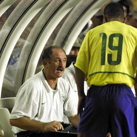 Felipão e Djalminha em amistoso pela seleção brasileira em 2002 - Juca Varella/Folha Imagem