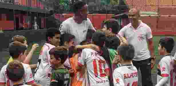 Militão visita a escolinha de futebol que o revelou em Sertãozinho - Divulgação - Divulgação
