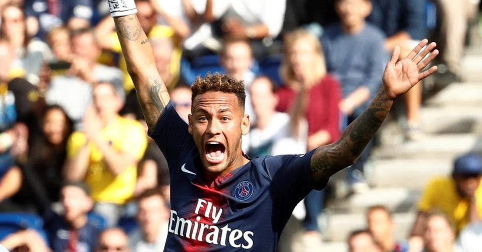 Neymar reclama de pênalti em partida contra o Angers