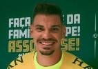 Chapecoense apresenta goleiro João Ricardo: