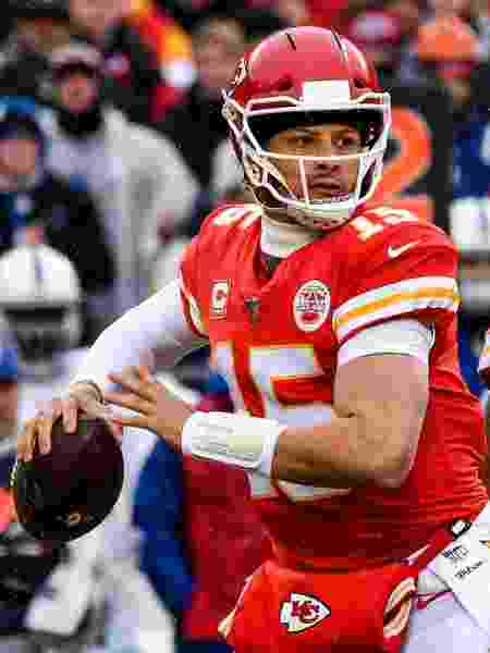 Patrick Mahomes em ação contra o Indianapolis Colts - Peter Aiken/Getty Images/AFP