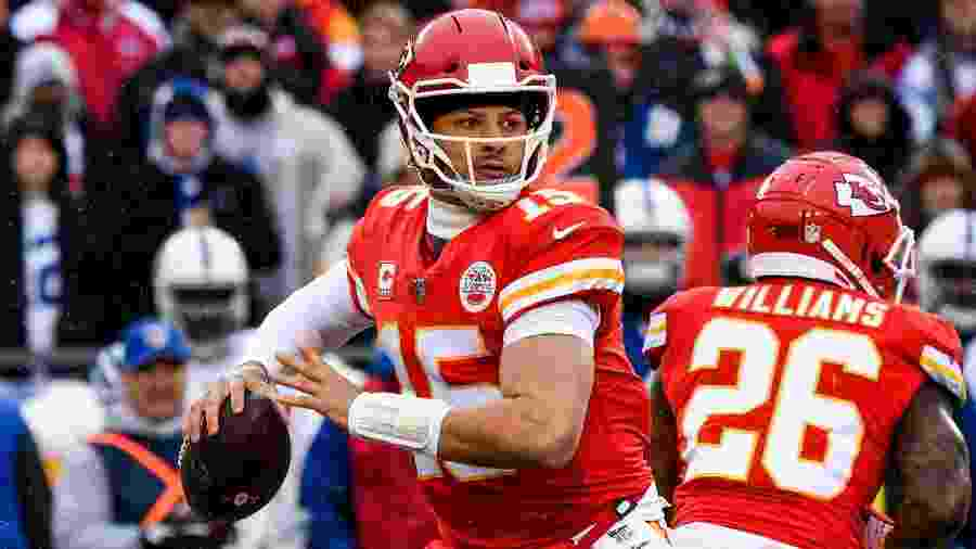 Patrick Mahomes em ação contra o Indianapolis Colts - Peter Aiken/Getty Images/AFP