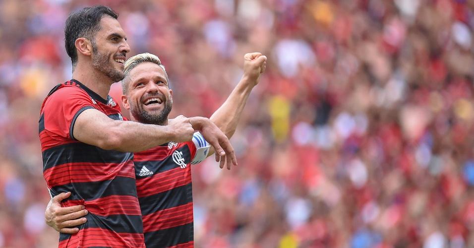 Rhodolfo e Diego comemoram gol do Flamengo