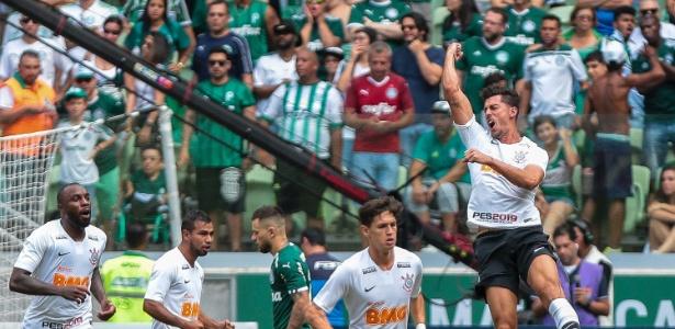 Lateral Danilo Avelar decidiu o clássico contra o Palmeiras no último sábado - Daniel Vorley/AGIF