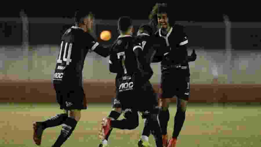 Valdívia comemora após marcar golaço de falta em amistoso do Vasco contra o Foz do Iguaçu - Rafael Ribeiro/Vasco