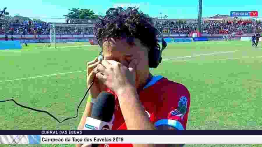 Fabiana, jogadora do Corte Oito, chora ao ouvir depoimento de Ana Thaís Matos ao vivo no SporTV - Reprodução/SporTV