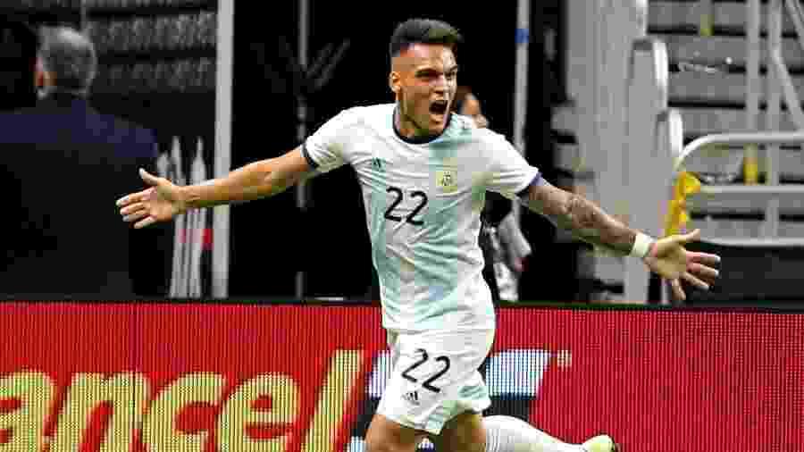 Lautaro Martínez comemora gol da Argentina contra o México - Edward A. Ornelas/Getty Images/AFP