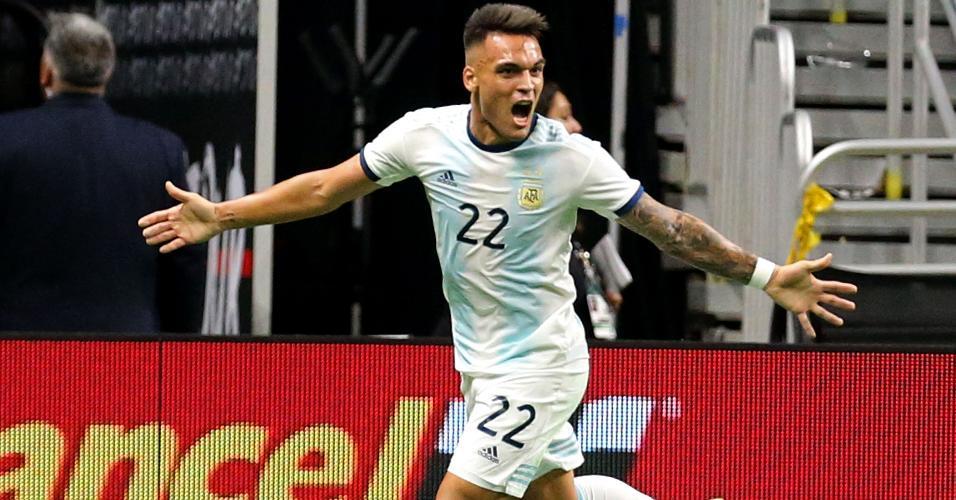 Lautaro Martínez comemora gol da Argentina contra o México