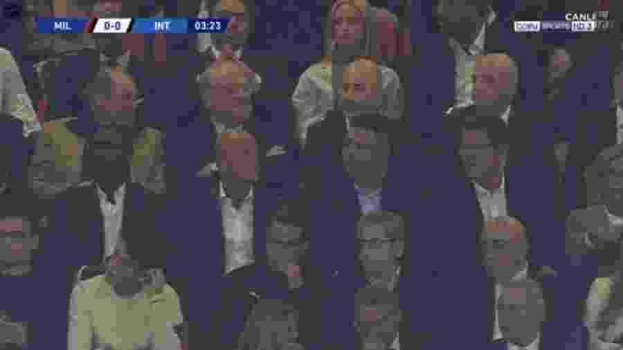 Ronaldo assiste ao jogo Internazionale e Milan, pelo Campeonato Italiano, em Milão - Reprodução