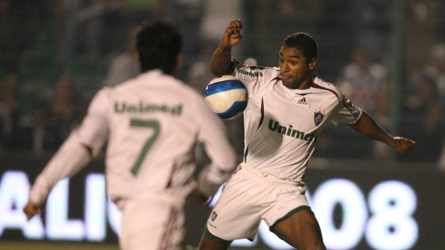 Roger bate firme para marcar o gol do título do Fluminense na Copa do Brasil de 2007 - Acervo Flu-Memória