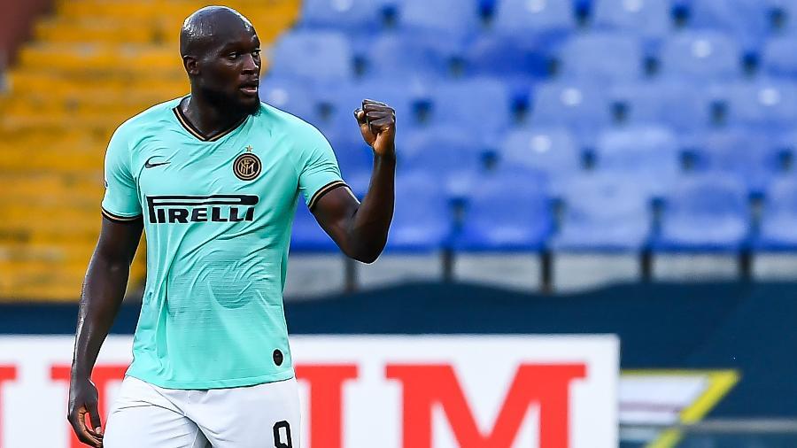 Lukaku, da Inter de Milão, comemora gol marcado contra o Genoa a duas rodadas do fim do Italiano - Paolo Rattini/Getty Images