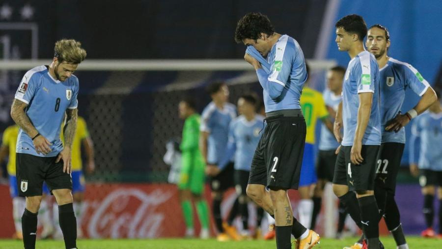 Jogadores do Uruguai lamentam derrota para a seleção brasileira - Matilde Campodonico / POOL / AFP