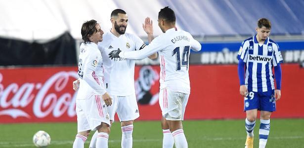 Com dois de Benzema, Real Madrid goleia Alavés por 4 a 1 pelo Espanhol