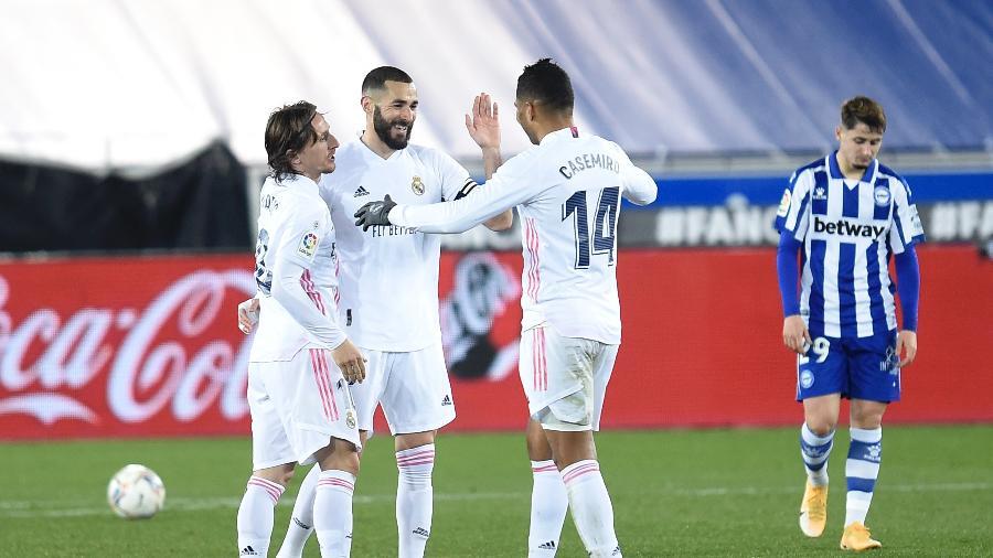 Karim Benzema marcou dois gols na vitória do Real Madrid contra o Alavés  - Juan Manuel Serrano Arce/Getty Images