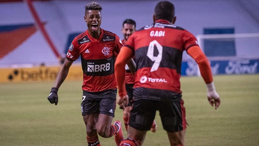 Bruno Henrique e Gabigol celebram gol do Flamengo contra a LDU - Alexandre Vidal / Flamengo