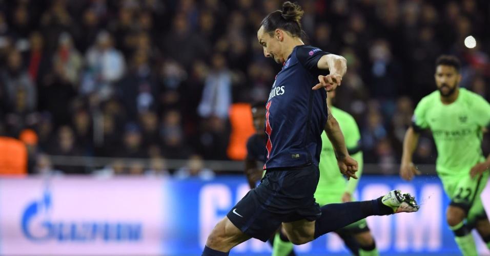 Ibrahimovic teve a oportunidade de abrir o placar para o PSG contra o Manchester City em cobrança de pênalti