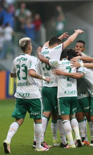 Palmeirenses comemoram gol contra o Santa Cruz