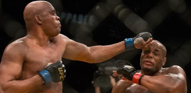 Daniel Cormier venceu Anderson Silva no UFC 200 - Rigel Salazar/ Ag Fight
