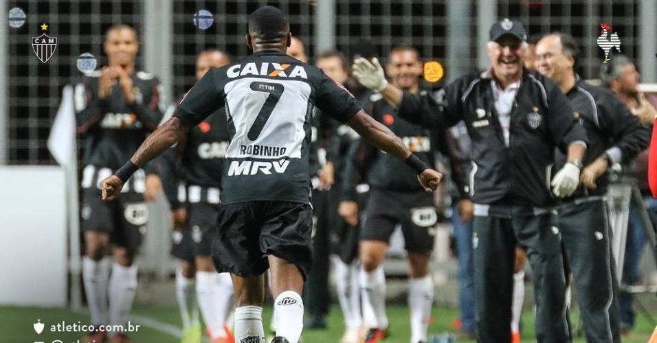 Robinho comemora gol do Atlético-MG diante do Coritiba